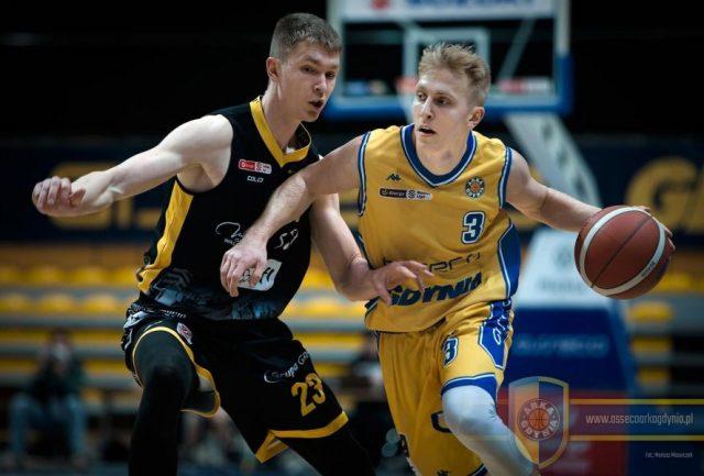 Jakub Kobel (z piłką) i Michał Kolenda/ fot. Mariusz Mazurczak, Asseco Arka Gdynia