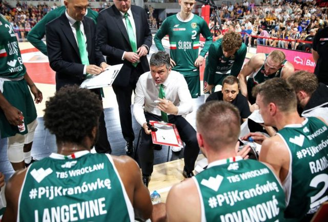 Trener Mijović i jego zespół / fot. A. Romański, plk.pl