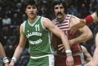 Arvydas Sabonis i Władimir Tkaczenko / fot. YouTube