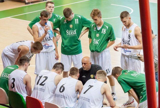 Trener Tomasz Jankowski i jego podopieczni / fot. B. Elmanowski, Śląsk Wrocław