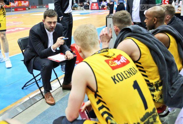 Trener Marcin Stefański i jego zespół / fot. A. Romański, plk.pl