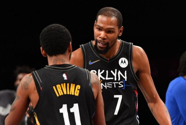 Kyrie Irving i Kevoin Durant / fot. wiikimedia commons